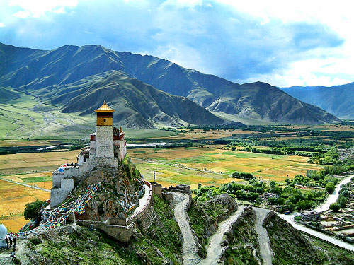 Монастырь Юмбулаганг (Yumbulangang)
