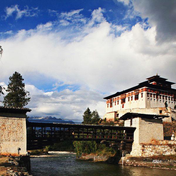 Монастырь Ринпунг-дзонг или Паро-дзонг (Ripung-dzong)